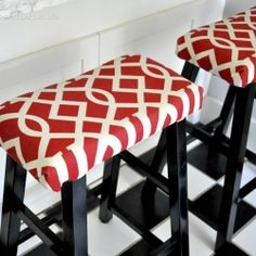 Ordinary stools from Target transformed with some simple fabric - Easy Diy Home Decor Home Projects, Home Crafts, Diy Home Decor, Furniture Makeover, Diy Furniture, Refinished Furniture, Ikea, Decoration, Home Kitchens