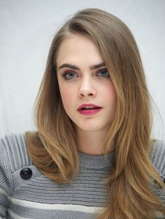 Cara Delevingne's Top Beauty Looks From The Paper Towns Tour via @byrdiebeauty