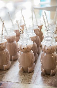 This two year old's birthday bash couldn't be cuter! His mama took a modern, neutral approach to his woodsy Brown Bear birthday party.