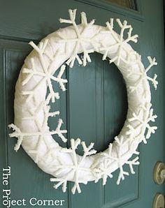 The Project Corner: Snowflake Wreath & Tutorial Snowflake Wreath, Ornament Wreath, Grapevine Wreath, Borax Snowflakes, Crystal Snowflakes, Vintage Christmas, Christmas Diy, Christmas Decorations, Borax Crystals