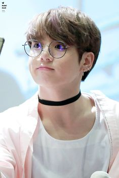 this is a story where the school's top dog park jimin shows his other side.to the one he loves Bottom:yoongi Top:jimin Foto Jungkook, Foto Bts, Bts Taehyung, Jungkook Lindo, Jungkook Cute, Jungkook Oppa, Kim Namjoon, Bts Bangtan Boy, Jungkook Glasses