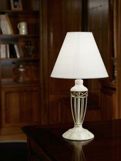 Stolní lampa ANTICA s exkluzivní zlatou nohou.
