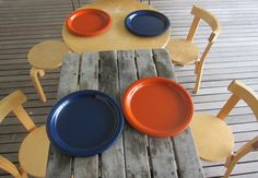 vintage plastic plates by ingrid ltd from chicago. genius for outdoor dining.