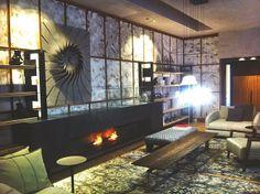 Casa Decor, como todos los años dedica diferentes espacios a los mejores decoradores del momento. Aquí os mostramos un espacio que lleva el sello del interiorista Diego Rodriguez, donde destaca la sutileza con la que mezcla los estilos clásico y contemporáneo.