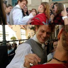 Je to tam! Podepsal se mi na... No jen na rameno :) I got his autograph on my... shoulder on my JAMMF t-shirt. What about you thinking?! :) Via barasaiko a zelivka #outlander #samheughan #jamie #jamiefraser #jammf #prague #shooting #touch #scotch #accent #fallinlove
