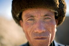 Blonde afghanere med blå øyne, romerske kinesere og indianere som snakker japansk. Mange folkeslag ser ut til å ha havnet i feil verdensdel, til stor undring i vitenskapelige kretser. Noen av gåtene kan nå løses.