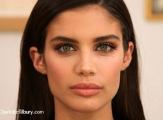 Sara's daytime party look is complete: Glowing skin? Check. Metallic eyeshadow? Check. Gro...