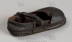 Handmade shoe for a child. England, 15th-16th century - from V collection