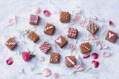 Kinuski-maapähkinäpalat Canapes, Unicorn Party, Christmas Treats, Sweet Treats, Strawberry, Sweets, Candy, Cookies, Chocolate