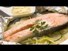 salmon al papillote Salmon Y Aguacate, Spanish Food, Salsa Tártara, Fresh Rolls, Fish Recipes, Tuna, Yummy Food, Meat, Chicken