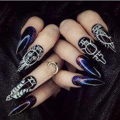 12 Tarot Card Nail Art Ideas to Round Out Your Halloween Look - The most beautiful nail designs Halloween Look, Halloween Nail Designs, Halloween Nails, Witchy Nails, Goth Nails, Coffin Nails, Stiletto Nails, Acrylic Nails, Make Up Geek