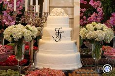 Topo de bolo de casamento com iniciais dos noivos. Foto: Henrique Vieira.
