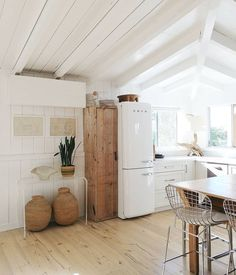 vintage inspired kitchen inspiration | home and interior styling ideas | white and wood home inspo | smeg fridge #interiordesignlivingroomcolors #interiordesignlivingroom #interiordesignlivingroomwarm #interiordesignlivingroommodern #interiordesignlivingroomrustic