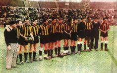 """La inolvidable """"Máquina del 49"""" de Peñarol. Fue el equipo de mejor promedio goleador de la historia, hasta 1999 Club, Dolores Park, Soccer, Football, My Love, Champs, Athlete, Sports, History"""