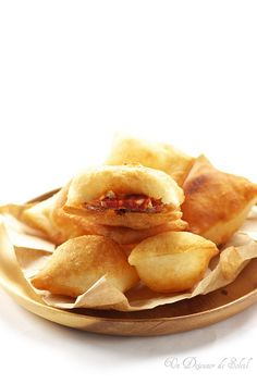 Gnocco Fritto of Emilia-Romagna (Italian Street Food) _ Serve warm alone or stuffed meats. Italian Appetizers, Appetizer Recipes, Snack Recipes, Snacks, Easy Recipes, Gnocchi, Pain Frit, Italian Street Food, Food Places