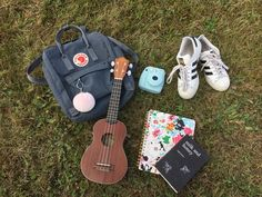 Me and my friends went for a picnic today:) Acoustic Guitar Photography, Pineapple Ukulele, 80s And 90s Fashion, Motivational Wallpaper, Ukulele Songs, Best Friend Photos, Romantic Moments, Art Hoe, Cute Photos