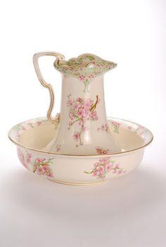 Very Pretty Wash Bowl and Pitcher Set Chic Antique, Vintage Shabby Chic, Vintage Tea, Estilo Shabby Chic, Shabby Chic Style, Vintage Dishes, Vintage China, Antique China, Wash Stand