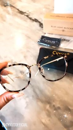 Cute Glasses Frames, Womens Glasses Frames, Cool Glasses, New Glasses, Specs Frames Women, Vintage Glasses Frames, Classic Glasses, Brown Glasses, Glasses Style