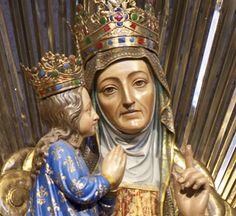 Statue de Sainte Anne en la Basilique Ste-Anne de Beaupré.