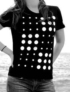 "EST HERTIS ""DOTS"" T-Shirt available online: http://www.esthertis.com/t-shirts/dots.html #t-shirt #top #womantop #dots #blackandwhite #b/w #tee #fashion #clothing"