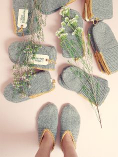the new domestic - coziest wool slippers: pattern. Can't make them in wool but I'll give the pattern a shot.These wool slippers will keep your feet warm and cozy year round. Wear them everyday or pack them up in your bag as you venture out to a cabin in t Crochet Amigurumi, Knitted Slippers, Crochet Slippers, Knit Crochet, Knitting Socks, Knitting Needles, Hand Knitting, Knitting Patterns, Crochet Patterns