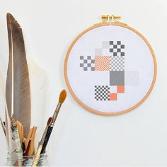 Pude til sommerhus?  Nice modern hand embroidered pillow pattern, orange grey cross stitch design stiched stitches stiching tutorial modern geometric cross stich
