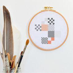 Pude til sommerhus?  Nice modern hand embroidered pillow pattern, orange grey cross stitch design stiched stitches stiching tutorial modern geometric cross stich