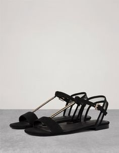 Detail flat sandals. Discover this and many more items in Bershka with new products every week