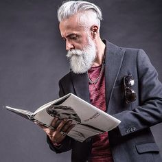STORY OF A DANDY @alessandro_manfredini #instagood #instagram #instalike #instamood #instasize #mood #menstyle #menswear #mensfashion #manwithstyle #dandy #fashionable #fashionista #alessandromanfredini #photo #photogrid #photooftheday #beard...