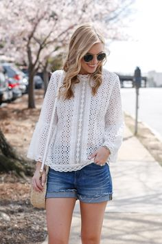 Have I mentioned how much I love spring lately? Spring in NC is wonderful because the temperature is so nice and there's no humidity. White Blouse Outfit, Classy Outfits, Casual Outfits, Pull Court, Eyelet Top, Lace Tops, Feminine Style, Short Outfits, Pulls