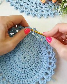 Crochet Placemat Patterns, Crochet Coaster Pattern, Crochet Basket Pattern, Crochet Square Patterns, Crochet Designs, Crochet Flower Tutorial, Diy Crochet, Crochet Crafts, Crochet Doilies