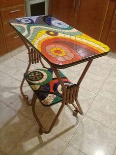 Mosaic Tray, Mosaic Pots, Mosaic Garden, Mosaic Glass, Mosaic Tiles, Tile Crafts, Mosaic Crafts, Mosaic Projects, Mosaic Furniture