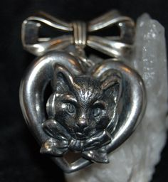 Check out this item in my Etsy shop https://www.etsy.com/listing/230430885/vintage-retro-sterling-silver-kitty-in-a