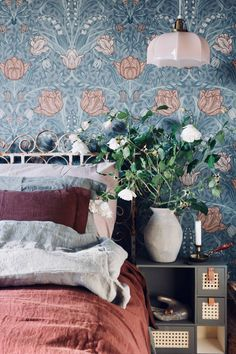 The fastest and easiest way to change the overall decoration of your home is to change the wallpaper in your home. The appearance of your walls framin. Wallpaper Design For Bedroom, Wall Wallpaper, Designer Wallpaper, Wallpaper Designs, Home Bedroom, Bedroom Decor, Bedrooms, Decor Interior Design, Interior Decorating