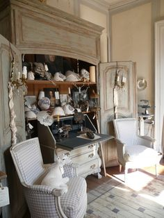 French Home Decor vintage living room.French Home Decor vintage living room French Country House, French Country Decorating, French Furniture, Painted Furniture, Painted Floors, Best Interior, Interior Design, Vintage Decor, Decoration