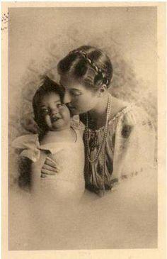 Princesse Isabelle d'Orléans, comtesse de Paris et une de ses filles