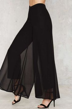 Flow What Wide Leg Pants - Clothes Stylish Dresses For Girls, Stylish Dress Designs, Stylish Outfits, Fashion Pants, Hijab Fashion, Fashion Dresses, Dope Fashion, Mode Kimono, Elegantes Outfit
