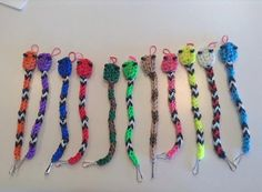 Rainbow Loom Snake keychain/bracelet by JayBirdsCreations on Etsy Rainbow Loom Patterns, Rainbow Loom Creations, Rainbow Loom Bands, Rainbow Loom Charms, Rainbow Loom Bracelets, Loom Band Charms, Loom Band Bracelets, Rubber Band Bracelet, Loom Love