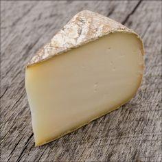 Tomme de Chevre of Tomme de Chèvre de Savoie is een  kaas gemaakt geitenmelk. Komt uit de Savoie en Haute-Savoie, in de vallei van Abondance, Tarentaise en Maurienne  Ontwikkeld in de 17e eeuw, Tomme de Chèvre de Savoie is een vochtige, witte ongekookt geperste kaas met een bloemige blauwgrijse korst. De kaas werpt een sterke Bocksergeur met aroma's die doen denken aan fruit en hazelnoot. De kaas wordt gerijpt zeven weken alvorens te worden verkocht in de vorm van een cilinder Tometta