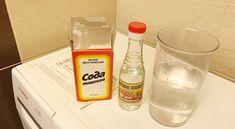 Na vyčistenie práčky som vyskúšala týchto 5 babských tipov a neviem si ich vynachváliť! Moja bielizeň je znovu žiarivá, voňavá a dokonale čistá - Přírodní léky Cozy House, Cleaning Supplies, Container, Soap, Bottle, Cleaning Agent, Flask, Canisters, Soaps