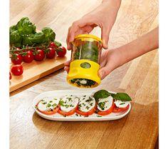 Mlýnek na bylinky Fresh Rolls, Plastic Cutting Board, Ethnic Recipes, Kitchen, Food, Spice, Dessert Food, Salads, Kitchen Gadgets