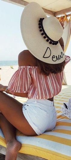 Idée et inspiration look d'été tendance 2017   Image   Description   We rounded up on Instagram for you and founded 60 ''trending now'' summer outfit ideas, from casual to high street, for everyday on warm weather days,…