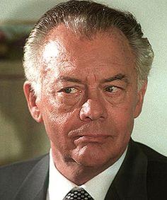 Klausjürgen Wussow (* 30. April 1929 in Cammin; † 19. Juni 2007 in Rüdersdorf bei Berlin) war ein deutscher Schauspieler und Synchronsprecher.