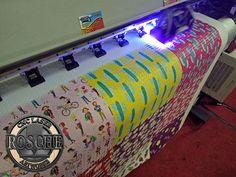 Rosche - Untuk kebutuhan print pada bahan kayu, acrylic, kaca, wallpaper, ataupun sejenisnya, membutuhkan jenis printer uv agar hasilnya lebih maksimal. Rosche menyediakan jasa print uv flatbed dan roll dengan