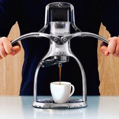 LATEST ROK Espresso Maker & ROK Grinder are now in stock online! Shop ROK @alternativebrewing Link in Bio Perfect Gifts Worldwide Shipping