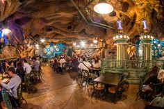 Eat inside of a volcano in this Disney restaurant! Disney Tourist Blog, Disney Parks, Walt Disney World, Disney Resorts, Disney Food, Disney Vacations, Vacation Spots, Tokyo Disney Sea, Tokyo Disneyland