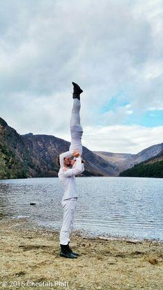 Ciò che rende speciale un semplice gesto è la dolcezza del cuore verso la persona che si ama. I.C. #pensieri #yoga #sport #fitness