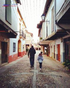 ¿No echábais de menos a esta pareja? Siempre juntos descubriendo lugares, pero s. Vw T3 Camper, Portugal, Campervan, Van Life, Spain, Lights, Travel, Beautiful, Lugares