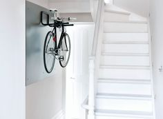 Bike storage Hallway - Minimal white hallway with bike. Bike Storage Small Space, Indoor Bike Storage, Indoor Bike Rack, Bicycle Storage, Overhead Storage, Small Storage, Electric Bike Storage, Bicycle Rack, Bicycle Shop
