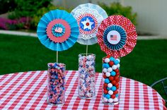 a cute and easy 4th of July centerpiece